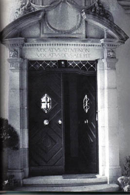 Vocatus inscribed above Jung's door